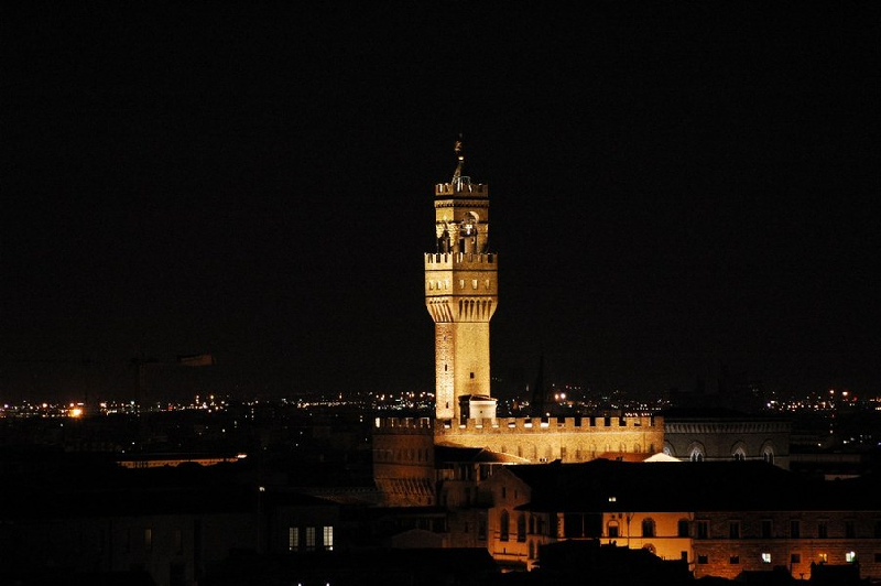 torre_arnolfo_muse_notte
